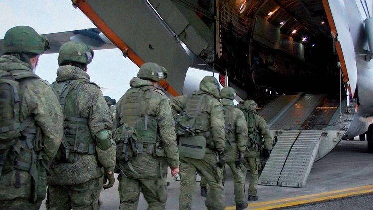 Двенадцать самолетов с российскими миротворцами приземлились в Армении