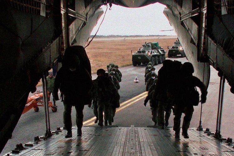 Российские миротворцы направляются из Армении в Карабах - ВИДЕО