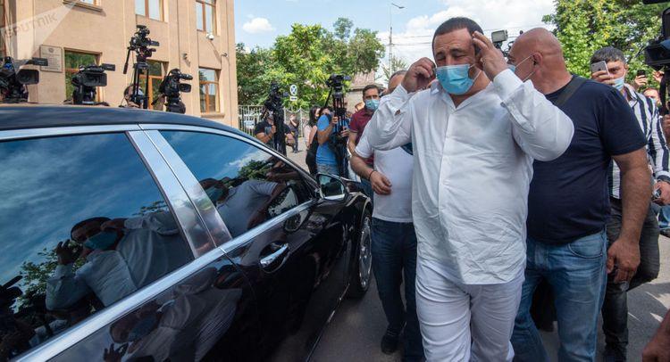 В Ереване лидера оппозиционной партии увезли в СНБ