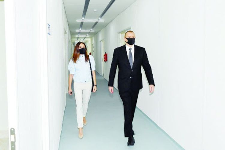 President Ilham Aliyev and first lady Mehriban Aliyeva met with servicemen undergoing treatment at Clinical Medical Center No 1 - UPDATED