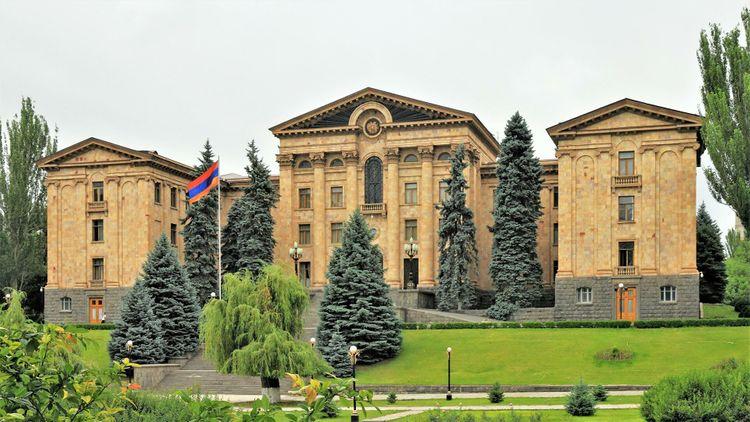 Правящая фракция Армении отказалась участвовать на заседание совета парламента