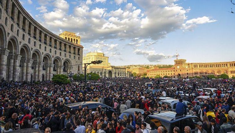 В Армении после митинга задержаны десять лидеров оппозиции