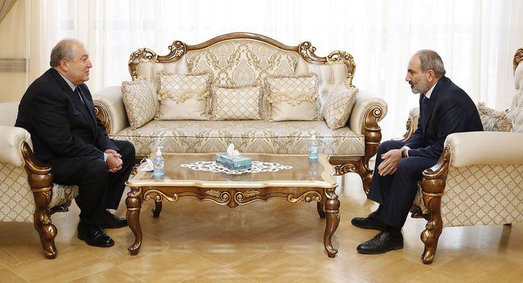 Президент Армении встретился с премьером Николом Пашиняном