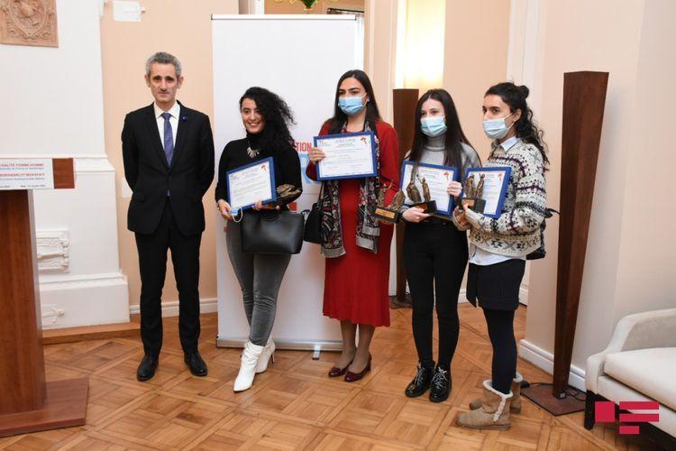 Посол Франции: Женщины должны активно участвовать в установлении мира