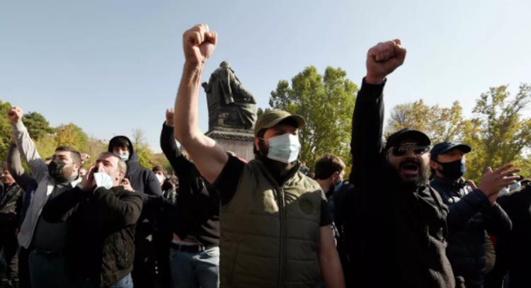 В центре Еревана вновь проходит митинг
