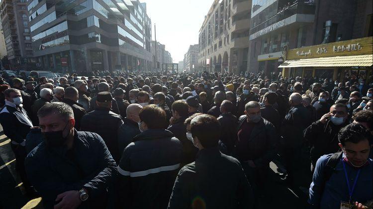 На митинге с требованием об отставке Пашиняна в Армении задержали 62 человек