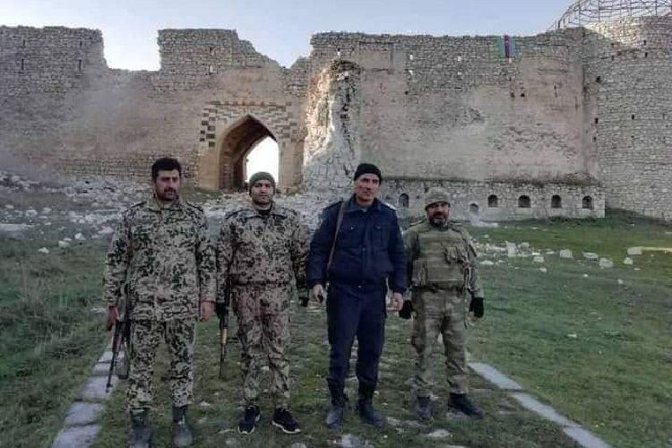 Полиция и группа военнослужащих Внутренних войск Азербайджана продолжают работу в Шуше в комендантском режиме