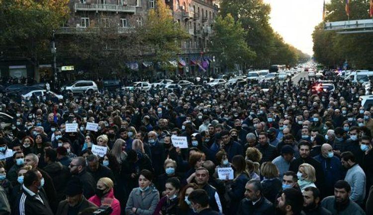 В Ереване проходит массовая акция протеста