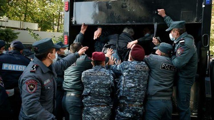 Müxalifət partiyasının deputatları Ermənistan İstintaq Komitəsinə çağırılıb