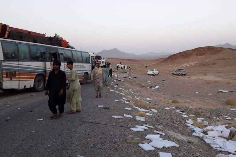 Suriyada fəhlələri aparan avtobus minaya düşüb