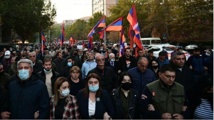 Около ста человек собрались у здания суда в Ереване