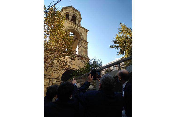 Fransalı deputatlar Bakıdakı erməni kilsəsində olublar - FOTO