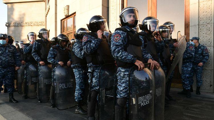 Омбудсмен Армении: Пашинян призывает к гражданским столкновениям