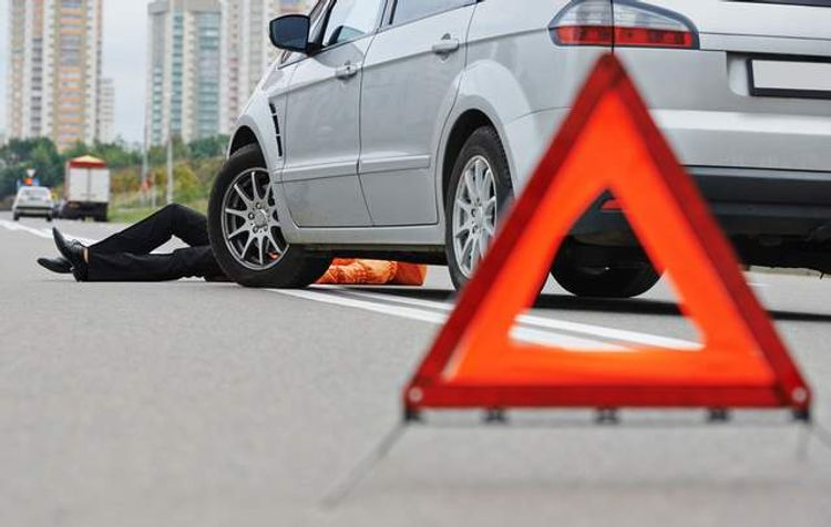 Bakıda avtomobil piyadanı vuraraq öldürüb