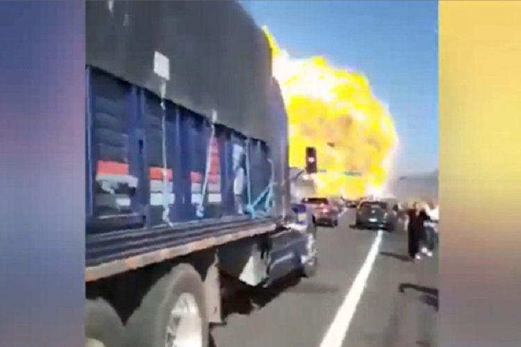 Meksikada yanacaq daşıyan avtomaşının partlaması nəticəsində 12 nəfər ölüb