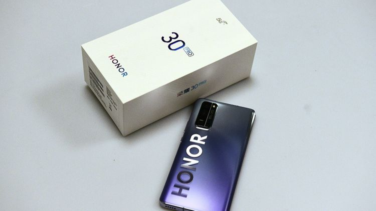 Huawei объявила о продаже бренда Honor из-за санкций США