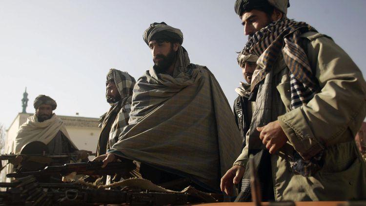 В результате атаки талибов на пост афганской полиции погибли 12 силовиков