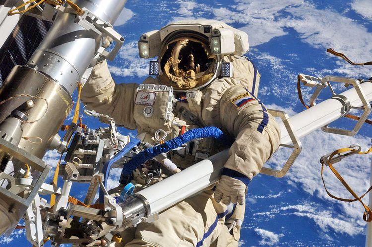 Космонавты установили заплатку на трещину в МКС