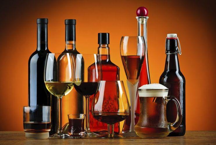 Azərbaycana alkoqollu içkilərin idxalı azalıb