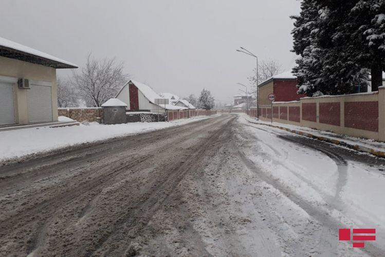 В Грызе, Сарыбаше, Хыналыге выпал снег