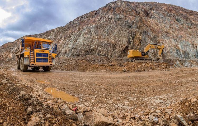 Азербайджан подписал контракты на проведение буровых работ на золоторудных месторождениях в Зангелане и Кяльбаджаре