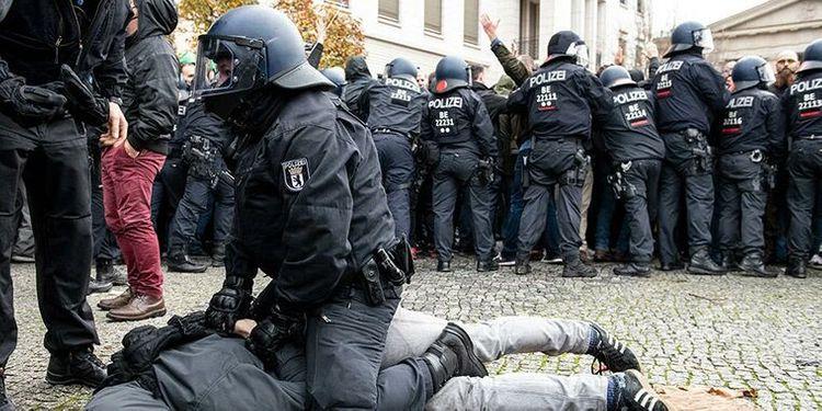 В Берлине на акции протеста задержали не менее 365 человек