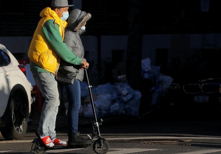 U.S. COVID deaths top 250,000 as New York City schools halt in-person classes