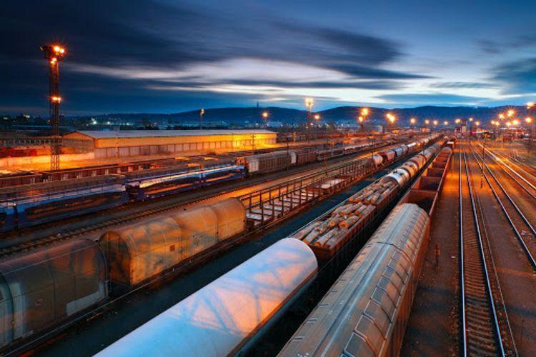 Министр: По Срединному коридору через БTК ежегодно будут курсировать 1 500 грузовых составов
