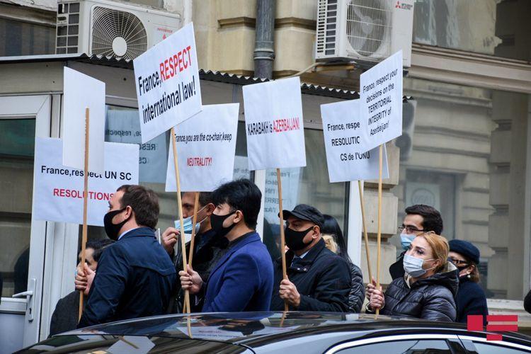Проведен пикет перед посольством Франции