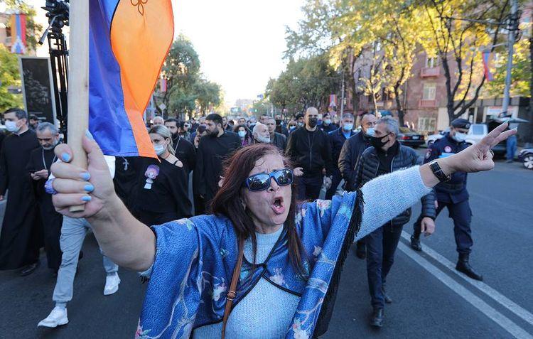 Оппозиция вновь перекрыла центральные улицы Еревана и требует отставки Пашиняна