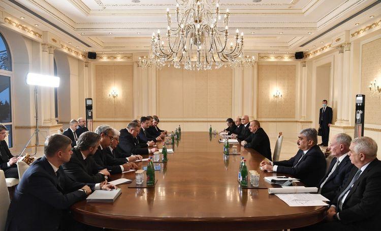 Президент Ильхам Алиев принял министра иностранных дел России Сергея Лаврова