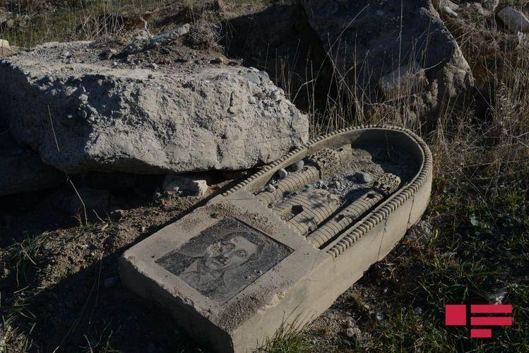 Армяне разрушили и засеяли пшеницей кладбище в селе Кюрдлер Физулинского района – ВИДЕО