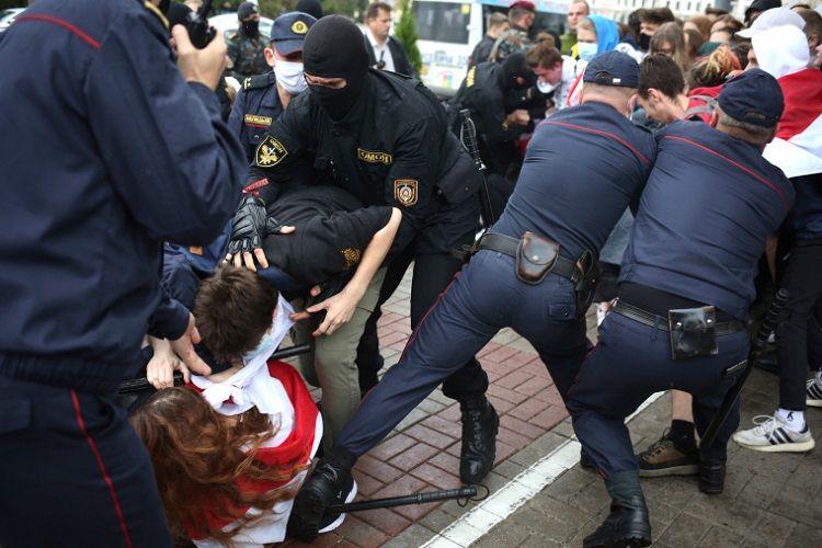 Minskdə etiraz aksiyaları zamanı 200-dən çox adam saxlanılıb