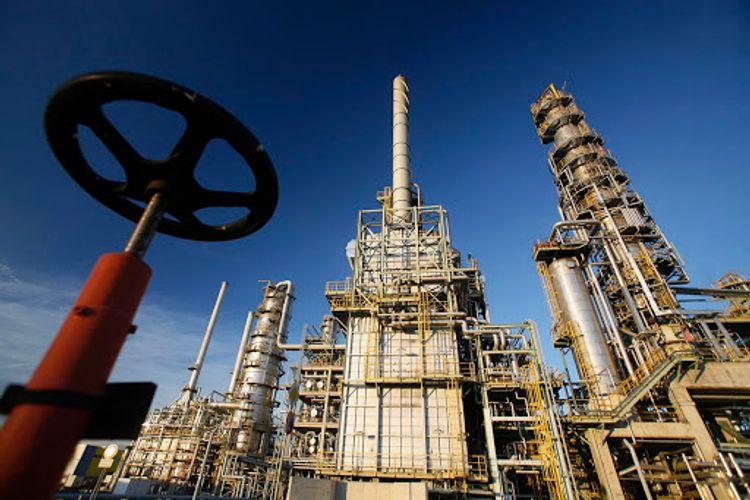 Ukraynanın neftayırma zavodlarına oktyabrda 137 min tondan çox Azərbaycan nefti nəql edilib