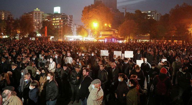 Оппозиция в Армении хочет добиться отмены военного положения