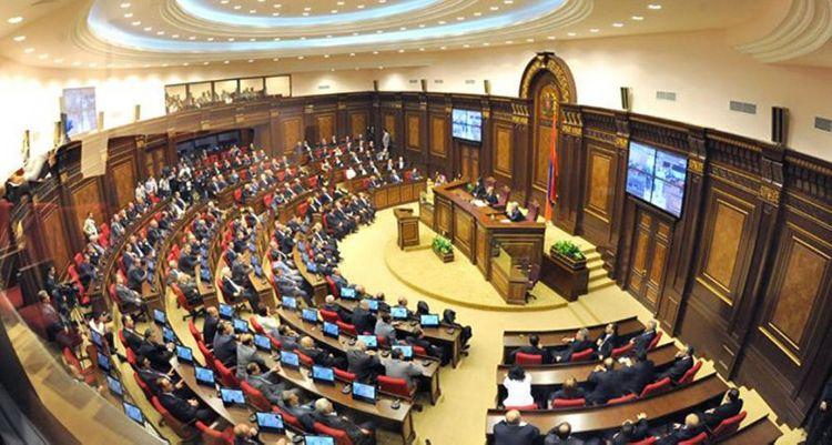 Парламент Армении отказался отменить военное положение в стране