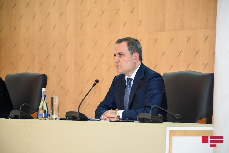 Azerbaijan and Iraq FMs hold phone conversation