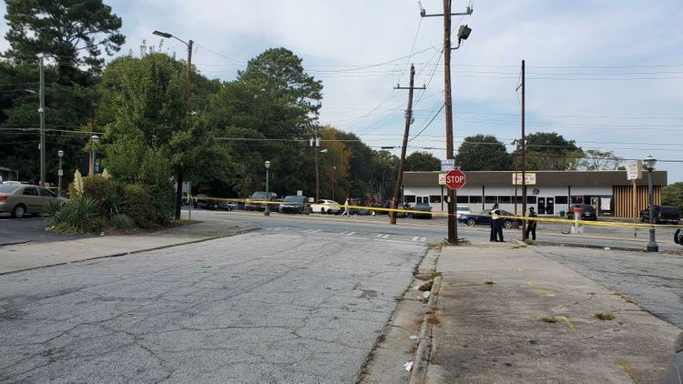 6 shot, 1 dead in shooting at NW Atlanta convivence store