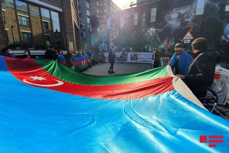 Azerbaijanis living in Britain hold protest rally in front of Amnesty International building - <span class='red_color'>PHOTO</span>