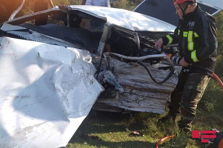 Ağdaşda iki avtomobil toqquşub, 3 nəfər ölüb, 4 nəfər xəsarət alıb - <span class=