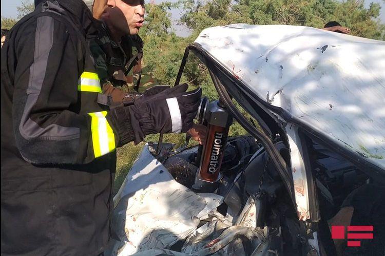 Ağdaşda iki avtomobil toqquşub, 3 nəfər ölüb, 4 nəfər xəsarət alıb - <span class='red_color'>FOTO</span>