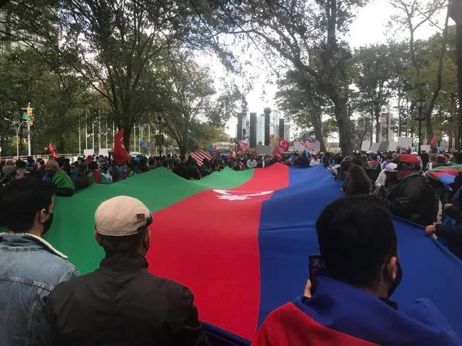BMT Baş Qərargahının qarşısında Gəncə terroruna qarşı etiraz aksiyası keçirilib