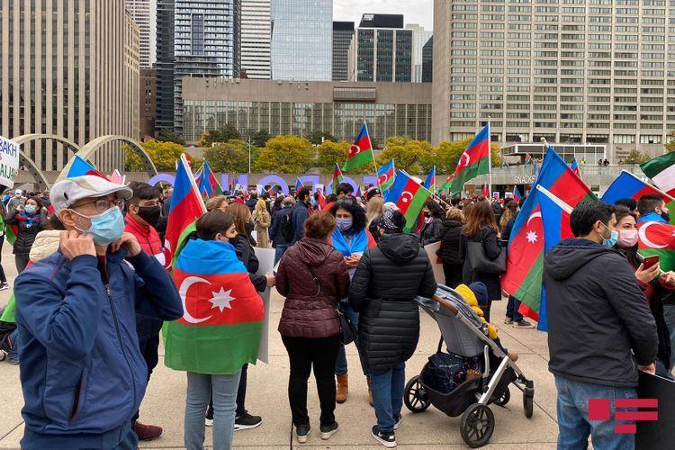 Водопад Ниагара окрашен в цвета флага Азербайджана - ВИДЕО