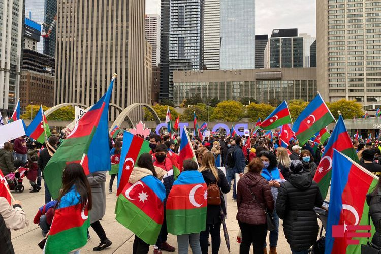 Niagara waterfall dyed colors of Azerbaijani flag - VIDEO