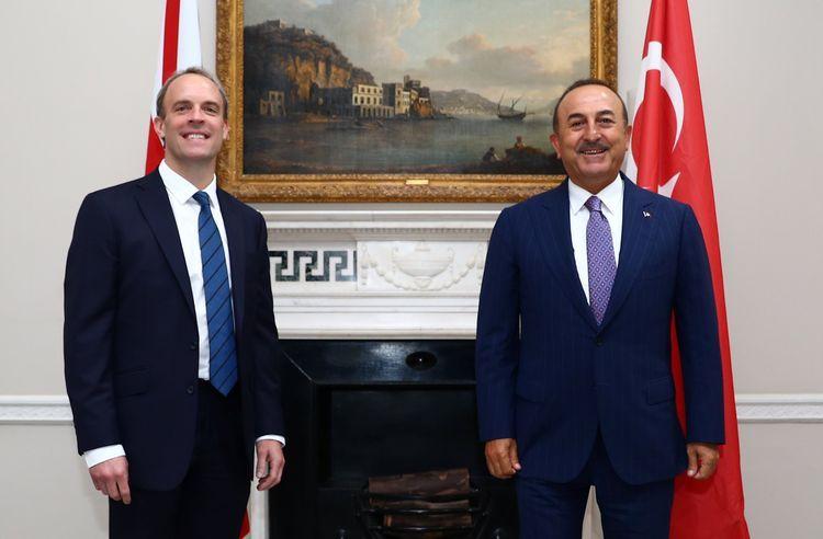 Главы МИД Турции и Британии обсудили нагорно-карабахский конфликт