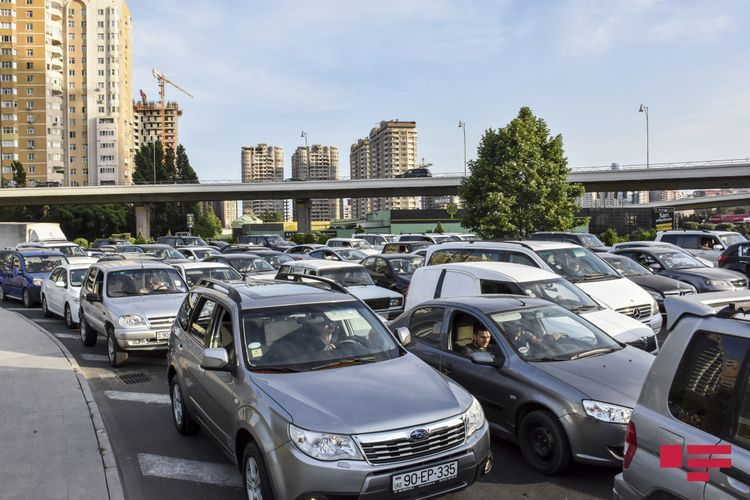 BTA: Traffic jam emerged in a number of streets in Baku, buses move with delay