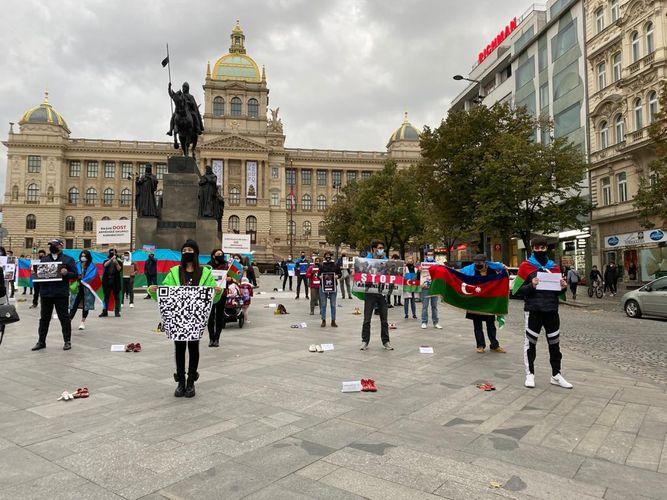 Çexiya paytaxtında erməni vandalizminə qarşı aksiya keçirilib - FOTO