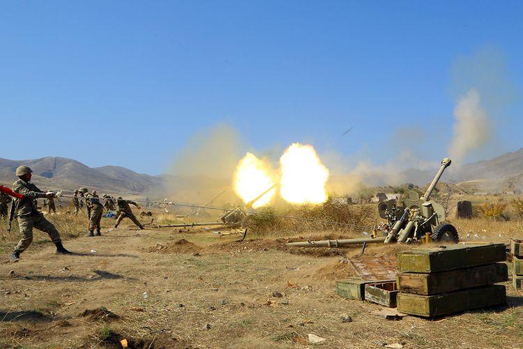 MN: Ermənistan silahlı qüvvələrinin atəş nöqtələrinə artilleriya bölmələrimiz zərbələr endirir - VİDEO