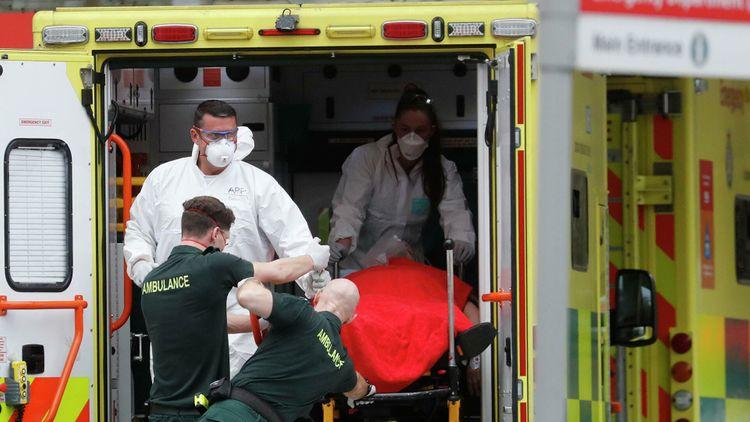 В Британии выявили рекордное с начала пандемии число случаев COVID-19