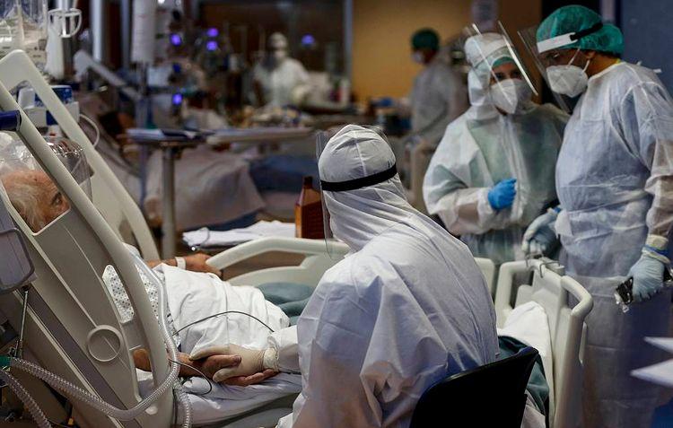 """ÜST: """"Son bir həftədə rekord sayda koronavirusa yoluxma qeydə alınıb"""""""